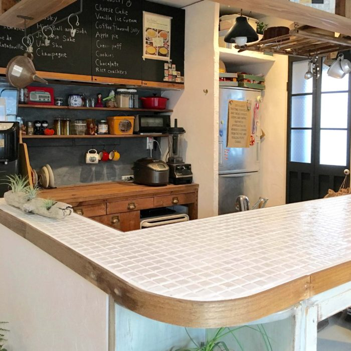 タイルのキッチンカウンター