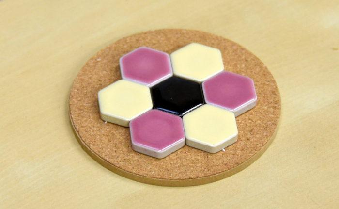 六角形のモザイクタイルコースター完成